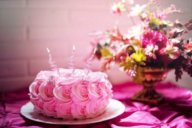 How to Surprise Your Loved One With Cakes?
